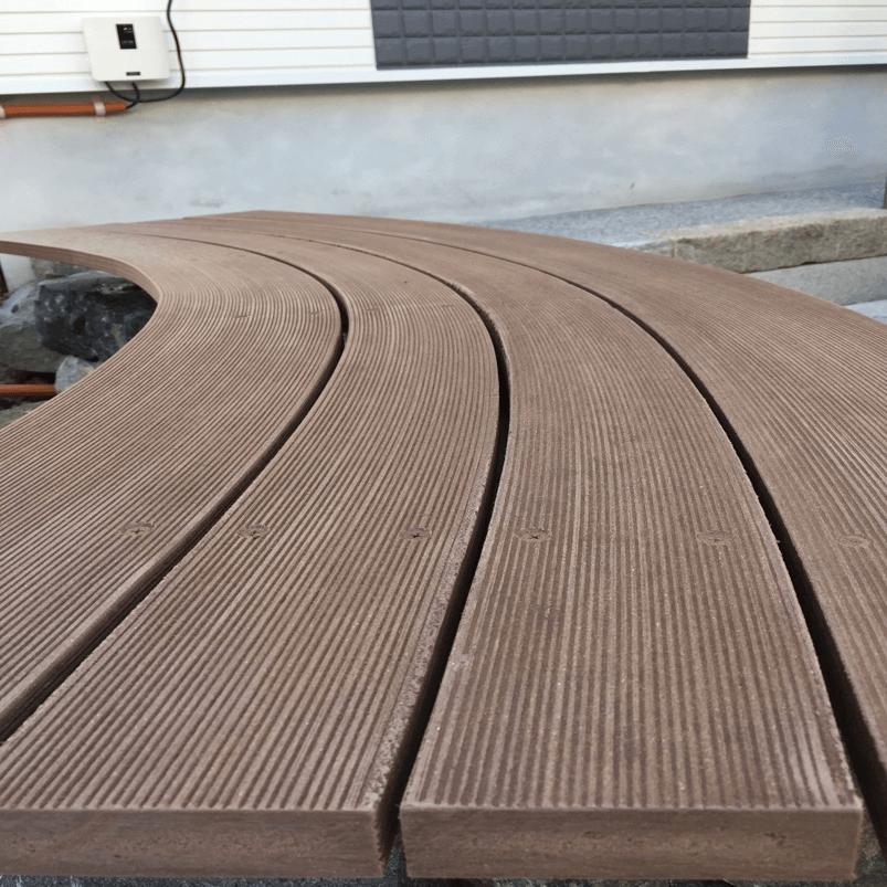 クラフトマンシップ ウッドデッキ施工例:よこ曲げデッキ材-NO.1 世界基準のウッドデッキ