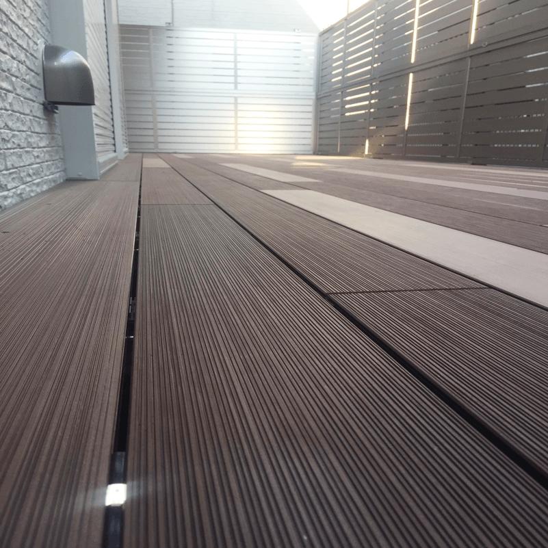 クラフトマンシップ ウッドデッキ施工例:A様邸ウッドデッキ 西東京市-NO.3 最新の機能を持ったウッドデッキをアンティーク調に