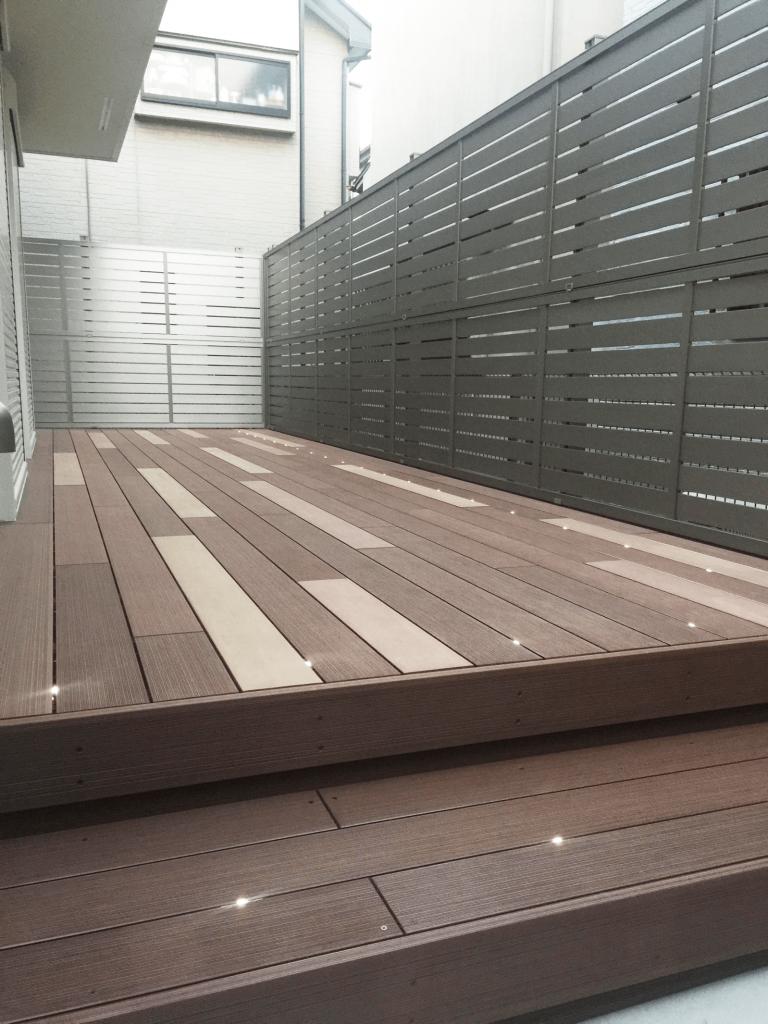 クラフトマンシップ ウッドデッキ施工例:A様邸ウッドデッキ 西東京市-NO.5 最新の機能を持ったウッドデッキをアンティーク調に